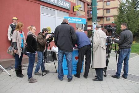 27.03.14. Potpisivanje peticije u Hadzicima (2) (1)